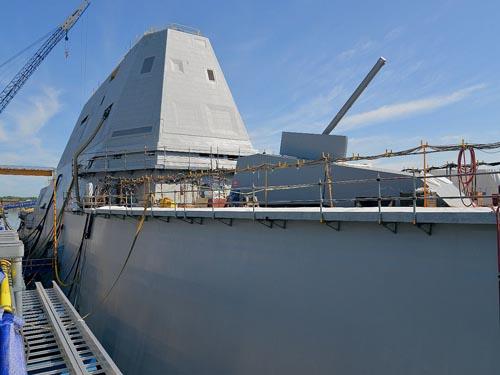 Siêu khu trục hạm Zumwalt Mỹ ra khơi với vũ khí vô dụng - 2