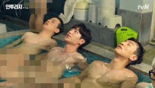 """Khán giả """"che mắt"""" vì cảnh phim quá bạo trên sóng Hàn Quốc - 1"""