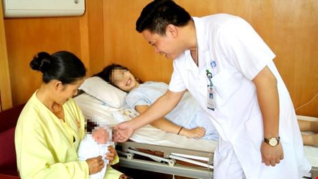 Phú Thọ: Em bé đầu tiên chào đời bằng thụ tinh nhân tạo - 1