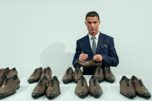 """Những """"nghề"""" mới cực hot của Ronaldo, chân sút tỷ đô - 3"""