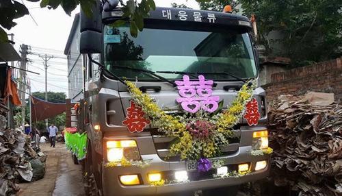 """Tiết lộ về đám hỏi cưỡi xe phọc ở Vĩnh Phúc đang """"gây bão"""" - 6"""