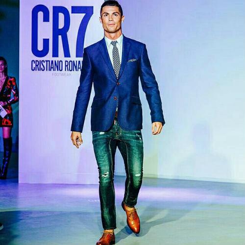 """Những """"nghề"""" mới cực hot của Ronaldo, chân sút tỷ đô - 2"""