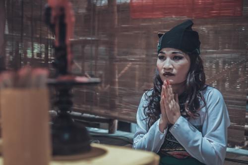 """Choáng với hình ảnh """"cô gái trăm triệu"""" Lê Thị Dần trong phim kinh dị - 2"""