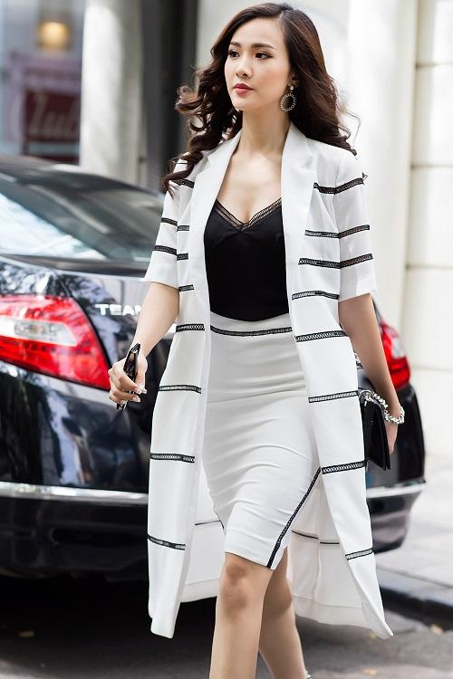 Mỹ nữ có làn da đẹp nhất Hoa hậu Việt Nam hút hồn trên phố - 2