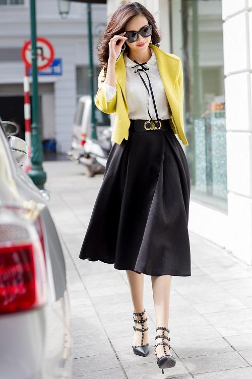Mỹ nữ có làn da đẹp nhất Hoa hậu Việt Nam hút hồn trên phố - 3