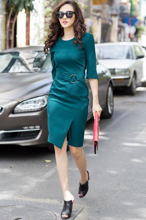 Mỹ nữ có làn da đẹp nhất Hoa hậu Việt Nam hút hồn trên phố - 4