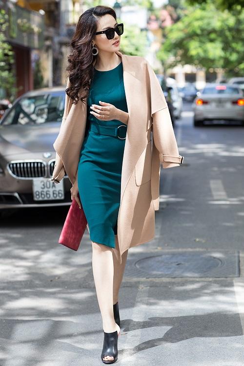 Mỹ nữ có làn da đẹp nhất Hoa hậu Việt Nam hút hồn trên phố - 5