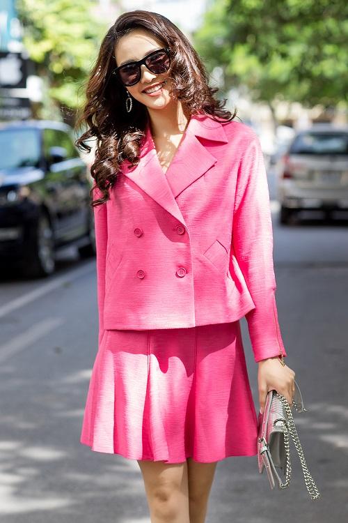 Mỹ nữ có làn da đẹp nhất Hoa hậu Việt Nam hút hồn trên phố - 13