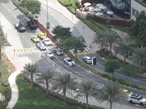 Ê kíp phim Thành Long phá nát siêu xe của hoàng tử Dubai - 4