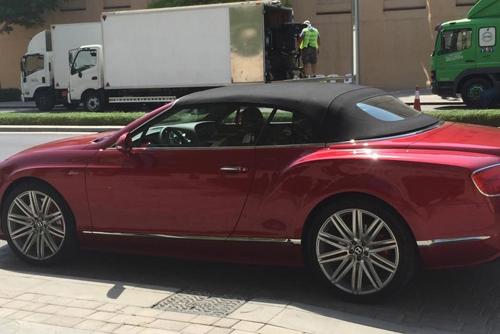 Ê kíp phim Thành Long phá nát siêu xe của hoàng tử Dubai - 11