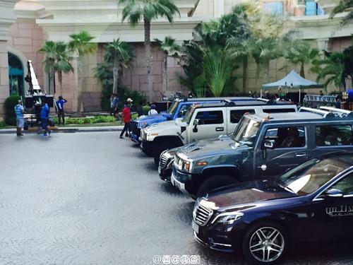 Ê kíp phim Thành Long phá nát siêu xe của hoàng tử Dubai - 14