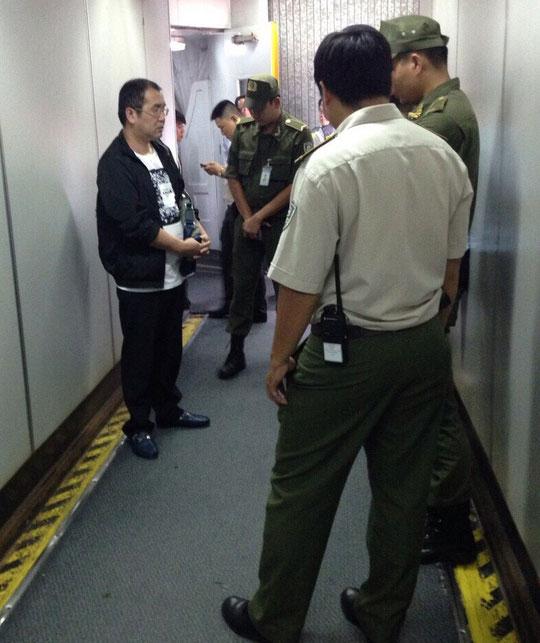 Bắt quả tang khách TQ ăn cắp trên chuyến bay TP HCM-Hà Nội - 1
