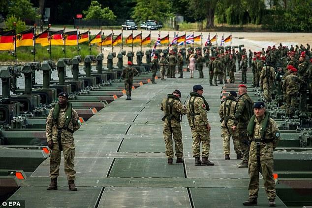 30 vạn quân NATO ở tình trạng cảnh giác cao với Nga - 1