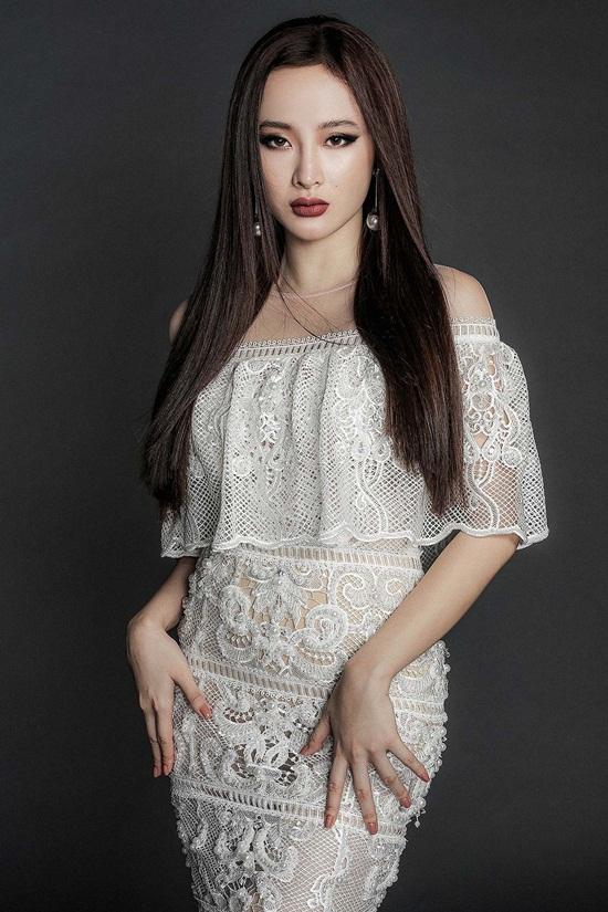 Angela Phương Trinh khoe body nuột nà với đầm ren mỏng manh - 3