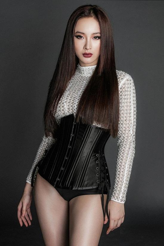 Angela Phương Trinh khoe body nuột nà với đầm ren mỏng manh - 12