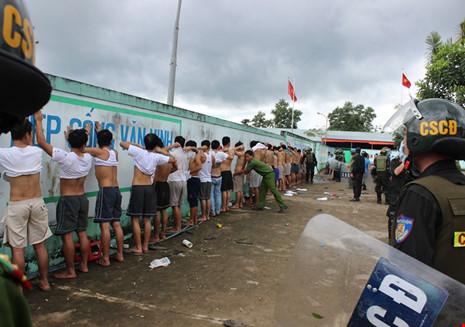 Bắt khẩn cấp 20 đối tượng phá cơ sở cai nghiện Đồng Nai - 1