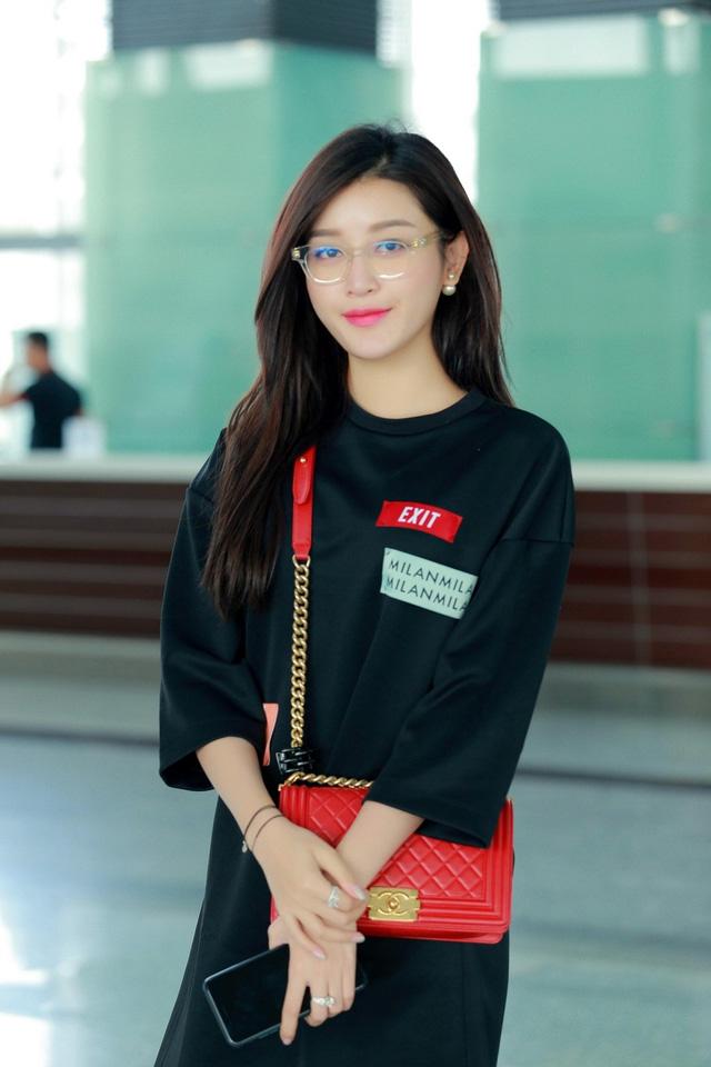 Huyền My gợi cảm khó cưỡng trên sàn diễn thời trang Malaysia - 1