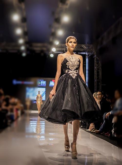 Huyền My gợi cảm khó cưỡng trên sàn diễn thời trang Malaysia - 11