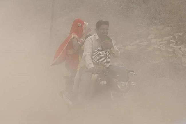 Ấn Độ ô nhiễm không khí tệ nhất 20 năm qua - 1