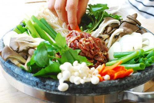 Lẩu bò kiểu Hàn nóng hổi vừa ăn vừa thổi - 4