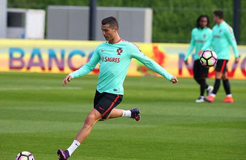 Sau hợp đồng tỷ đô, Ronaldo có thêm hợp đồng tỷ bảng - 6