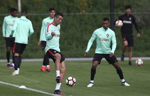 Sau hợp đồng tỷ đô, Ronaldo có thêm hợp đồng tỷ bảng - 7