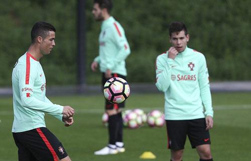 Sau hợp đồng tỷ đô, Ronaldo có thêm hợp đồng tỷ bảng - 9