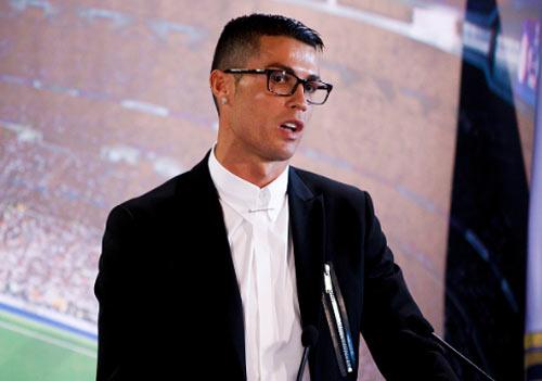 """Ronaldo ký """"tỷ đô"""", Barca hứa lương Messi cao hơn gấp đôi - 1"""