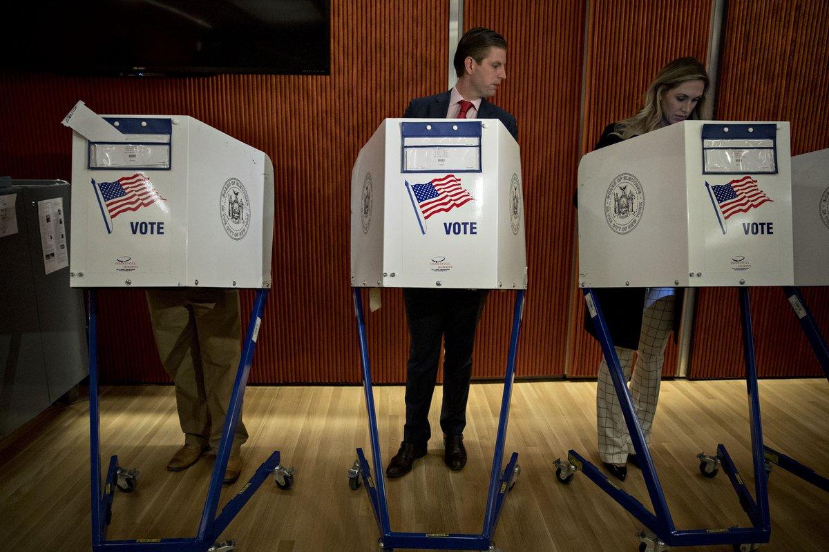 Donald Trump nhìn trộm xem vợ có bỏ phiếu cho mình? - 3