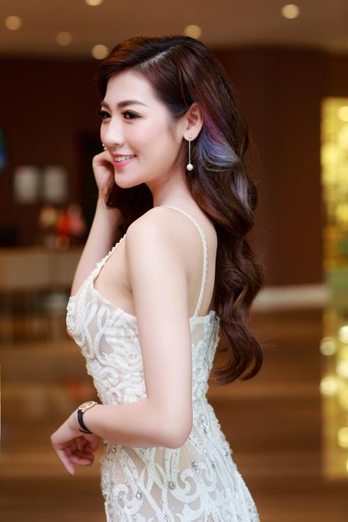 Ngọc Hân, Tú Anh so sắc với đầm cúp xẻ ngực gợi cảm - 8