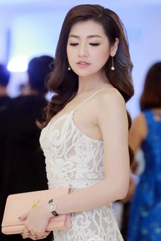 Ngọc Hân, Tú Anh so sắc với đầm cúp xẻ ngực gợi cảm - 9