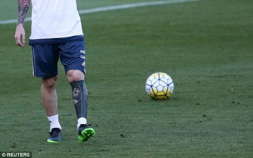 """Ronaldo ký """"tỷ đô"""", Barca hứa lương Messi cao hơn gấp đôi - 4"""