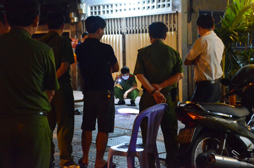 TP.HCM: Người đàn ông bị đâm gục ở đường Bến Vân Đồn - 1