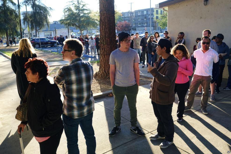 90 triệu người Mỹ xếp hàng kiên nhẫn chờ bỏ phiếu - 4