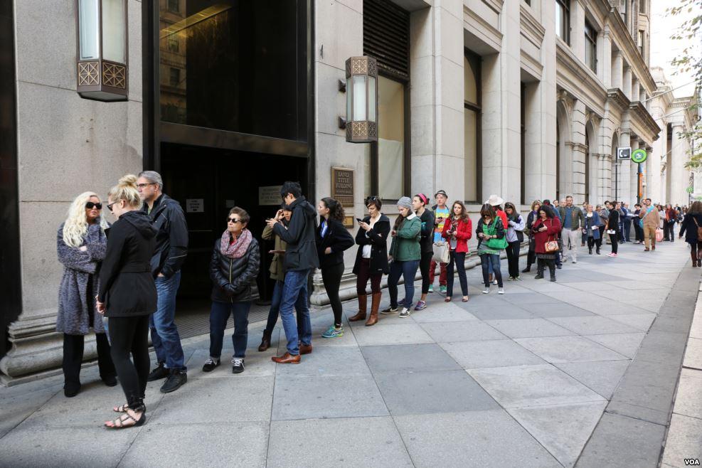 90 triệu người Mỹ xếp hàng kiên nhẫn chờ bỏ phiếu - 1