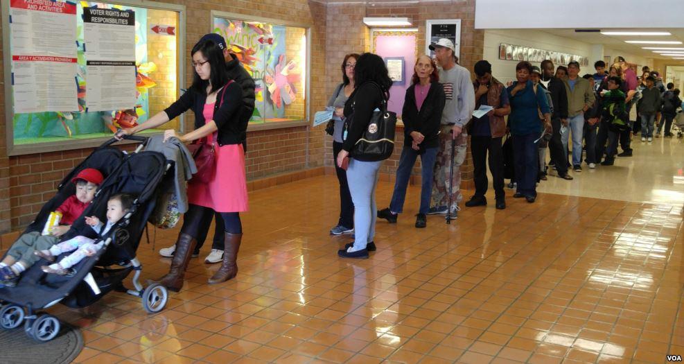 90 triệu người Mỹ xếp hàng kiên nhẫn chờ bỏ phiếu - 2