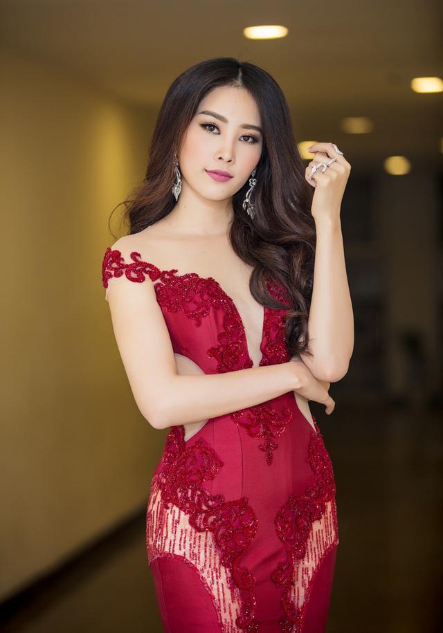 """""""Copy"""" Elly Trần, Nam Em khoe hông quả táo gợi cảm mê người - 7"""