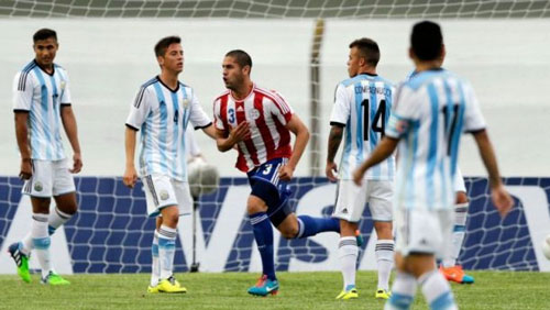 Messi thăng hoa ở Barca, nhưng khó cứu Argentina - 1
