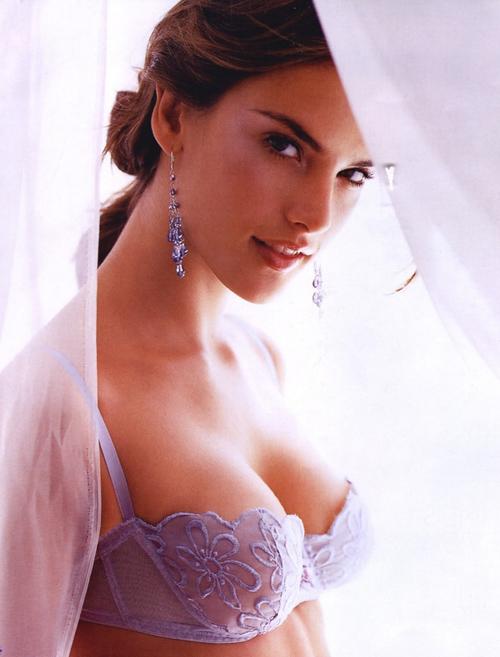 Hoa hậu Israel khiến màn bạc rung động - 10