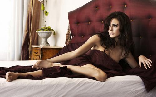 Hoa hậu Israel khiến màn bạc rung động - 11