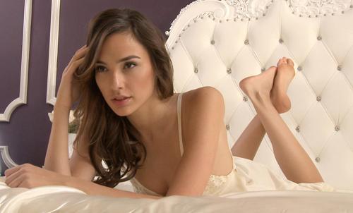 Hoa hậu Israel khiến màn bạc rung động - 12