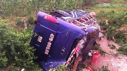 Danh tính nạn nhân vụ lật xe khách kinh hoàng ở Quảng Nam - 1