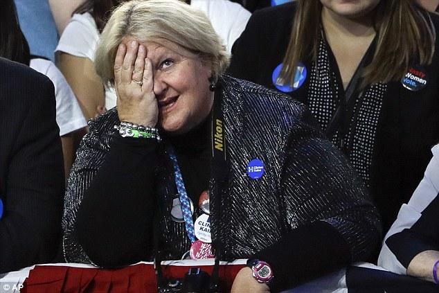 Dân Mỹ ôm mặt khóc khi bà Clinton thua thảm hại - 5