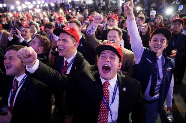 Dân Mỹ ôm mặt khóc khi bà Clinton thua thảm hại - 7