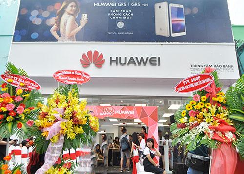 """Huawei: """"Bảo hành trong 2 giờ, chậm hơn sẽ đổi máy mới"""" - 2"""