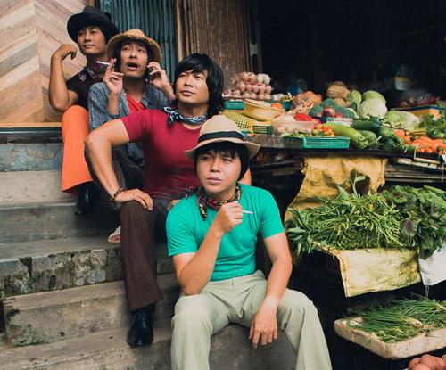 Nhóm nhạc MTV khác lạ với quần ống loe, áo khăn loè loẹt - 2