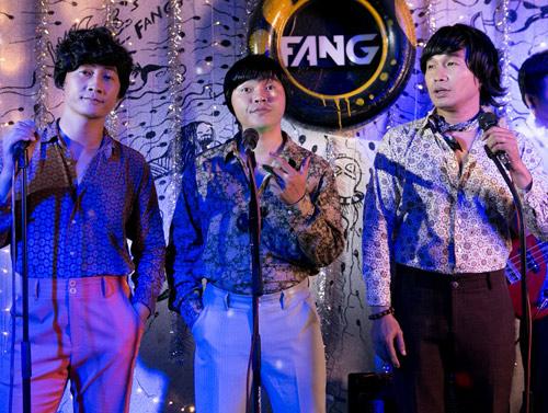 Nhóm nhạc MTV khác lạ với quần ống loe, áo khăn loè loẹt - 3