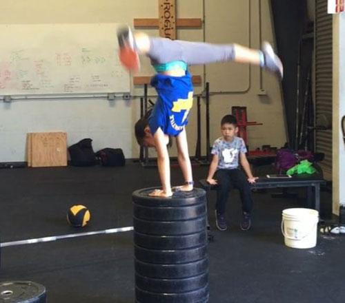 Thần đồng sức mạnh: 11 tuổi nâng tạ gấp đôi cơ thể - 3