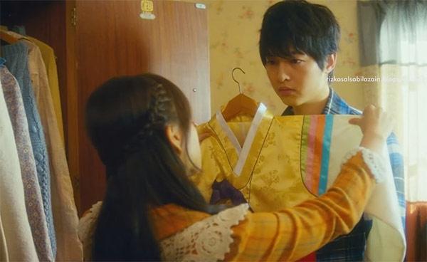 Cảnh Song Joong Ki giả gái khiến fan té ngửa - 2