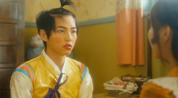 Cảnh Song Joong Ki giả gái khiến fan té ngửa - 3